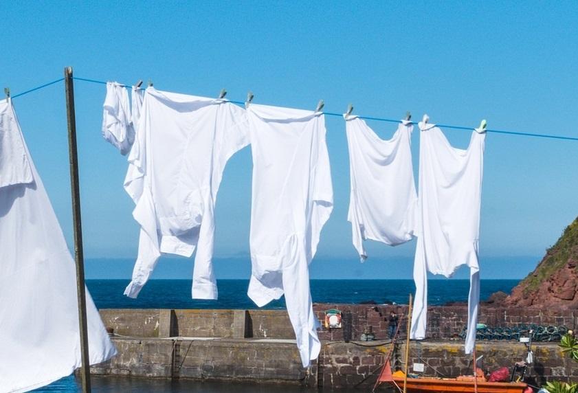 Как отбелить белые вещи в домашних условиях: 5 способов очистки
