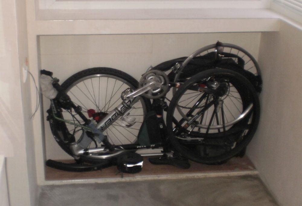 В разобранном виде велосипед можно убрать, например, в шкаф
