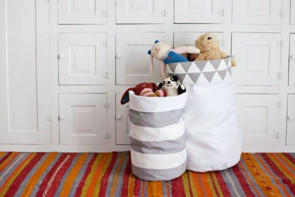 Корзину для хранения игрушек можно сшить самим, выбрав подходящий размер