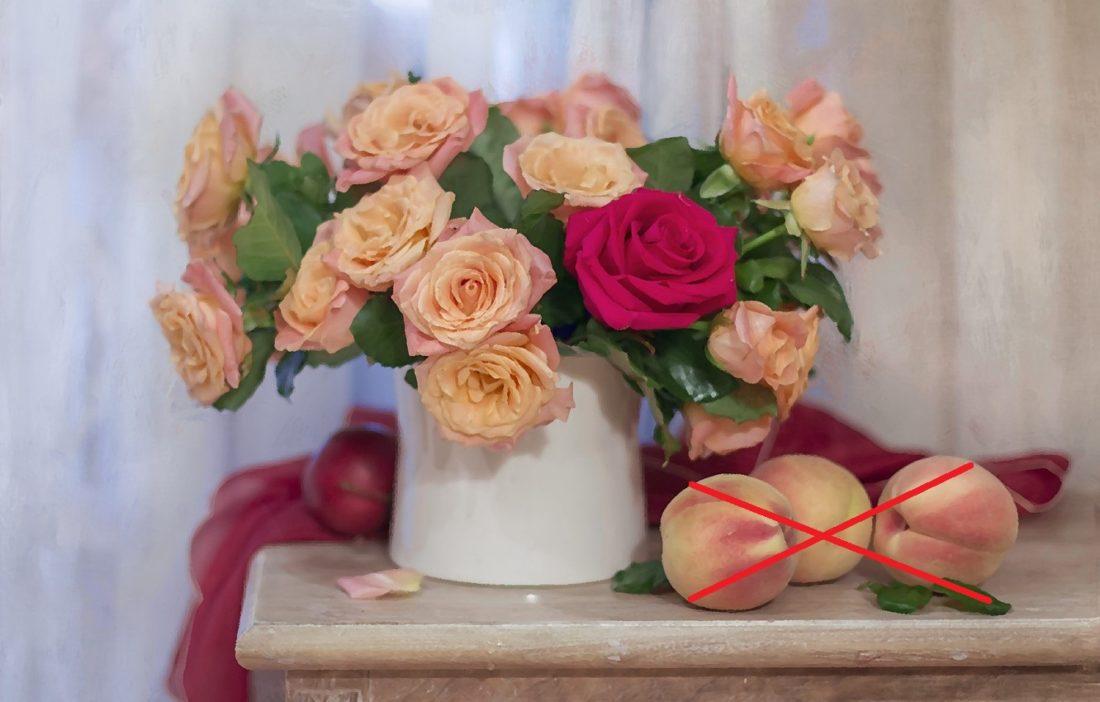 Не ставьте букет с цветами рядом с фруктами или овощами, они выделяют этилен. Это вещество способствует быстрому увяданию растения