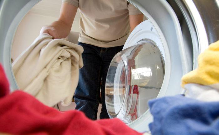 Куртки с натуральными наполнителями стирать в машине — рисковать испортить одежду