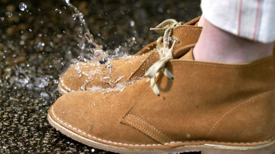 Водоотталкивающая пропитка защитит обувь от грязи и воды