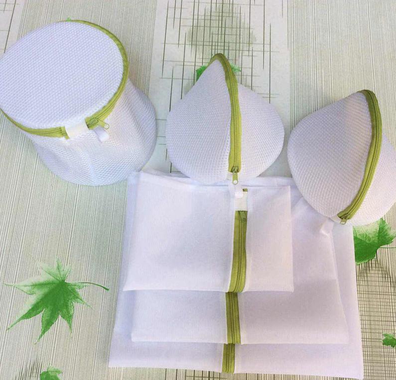 На Алиэкспресс продаются специальные защитные мешки для стиральной машины. Они защищают одежду от деформации во время стирки. Цена набора из 6 шт. около 440 рублей