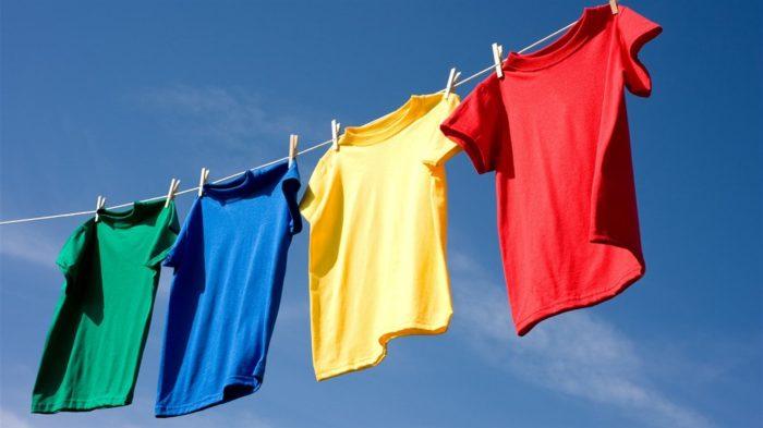 Если вы сушите белье на свежем воздухе — во дворе или на балконе, убедитесь в чистоте веревок