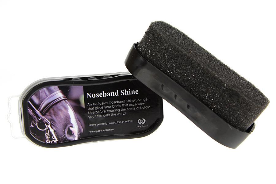 На фото губка для придания блеска коже от PS of Sweden. Цена — около 450 рублей. Перед нанесением смахните с куртки пыль сухой тряпкой