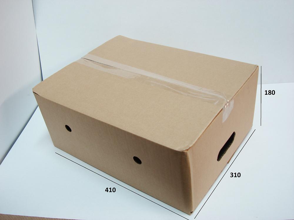 Для хранения искусственных елей нужно выбирать просторные картонные коробки. В боковых стенках проделать отверстия, как на фото, через которые будет поступать воздух.