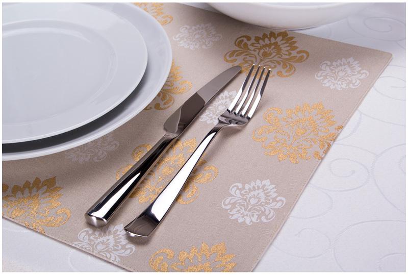 Если сильно переживаете за чистоту, то подложите под тарелки пластиковые, тканевые или бамбуковые коврики — плейсметы. Н фото плейсмет «Барокко» — 33х48 см, цена — 326 рублей.