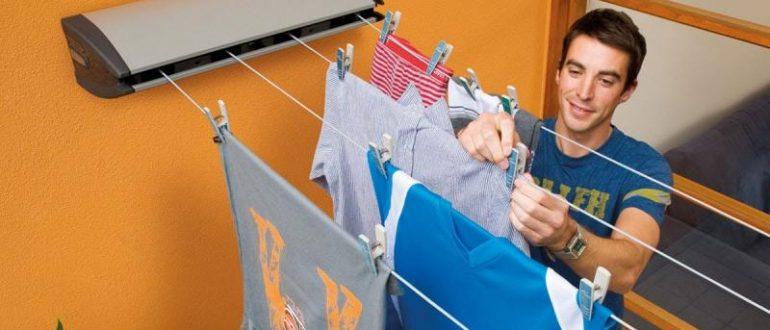 Развешивайте одежду на расстоянии друг от друга, чтобы не помялась и быстрее высохла