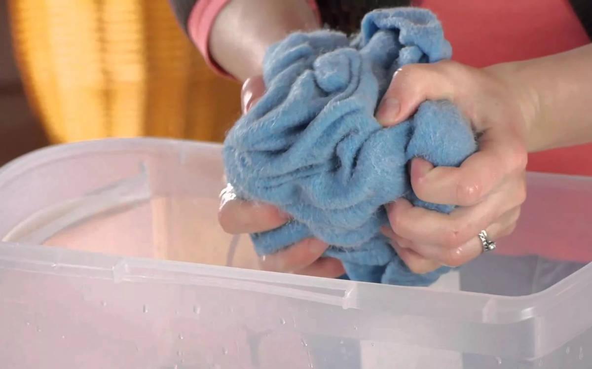 Если одежду выкручивать от воды, она сильно помнется