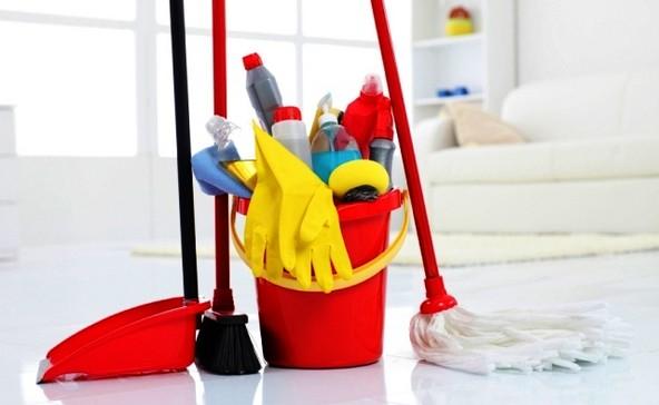Чтобы не собирать инвентарь для уборки по всей квартире, держите все в одном месте