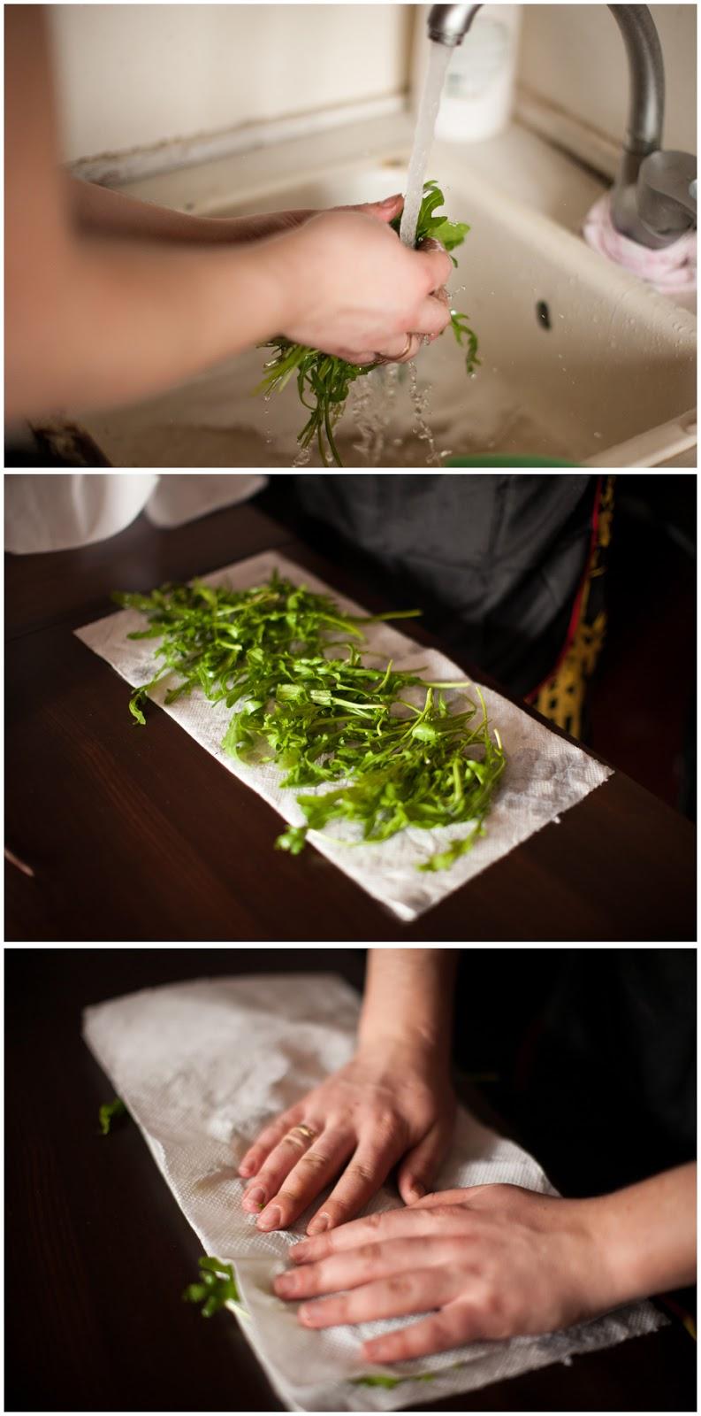 Перед употреблением свежую траву нужно вымыть в прохладной воде, встряхнуть, разложить на полотенце сушиться