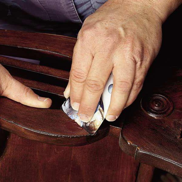 Полученная мастика прекрасно подойдет для реставрации деревянной мебели