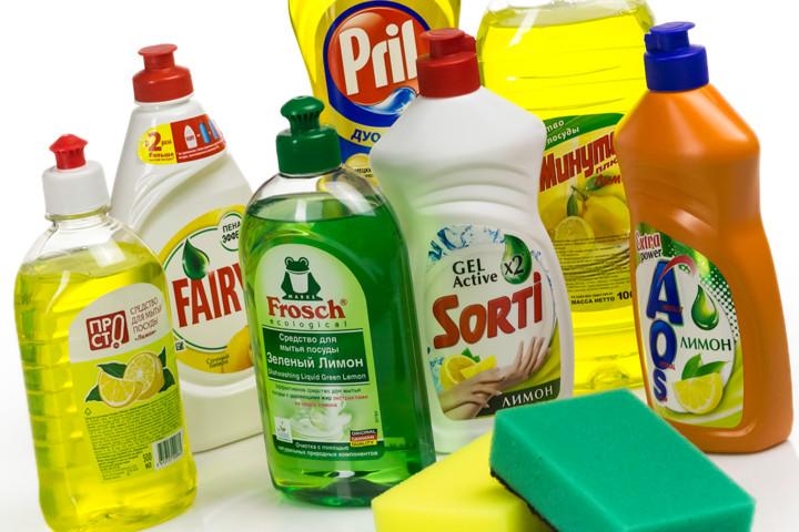 Средство для мытья посуды хорошо справится с задачей и при чистке бижутерии