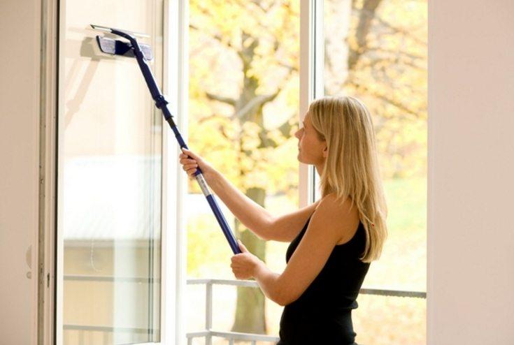 Стеклоочиститель — удобный прибор для мытья окон изнутри и снаружи
