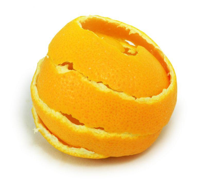 Апельсиновые корки удалят небольшие протертые участки