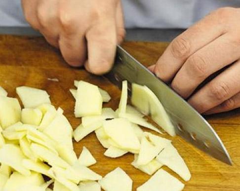 Сколько можно хранить очищенную картошку в воде