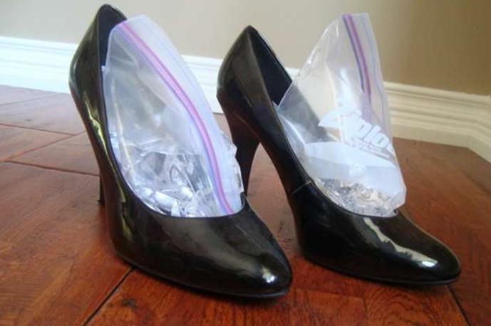 Растяжка обуви в домашних условиях с помощью воды — самый безопасный вариант на сегодняшний день