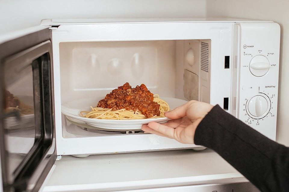 Микроволновая печь работает но не греет