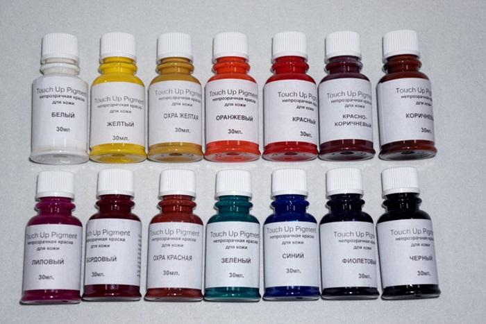 Сухой пигмент выбранного цвета надо растворить в воде