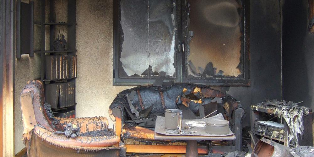 Помимо испорченных вещей после пожара квартира наполняется запахом гари