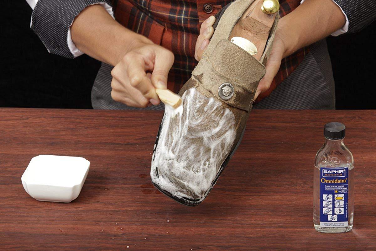 Как вывести жирное пятно с замшевой обуви