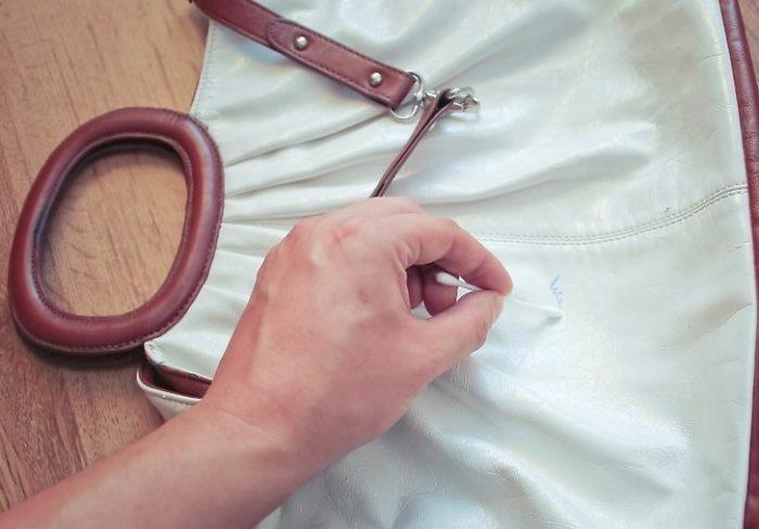 Почистить белую кожаную сумку можно в домашних условиях, не прибегая к услугам химчистки