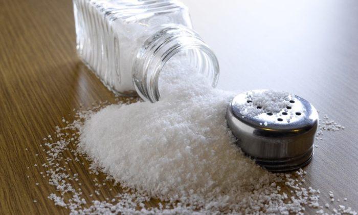 Поваренная соль за несколько часов удалит неприятный запах из термоса