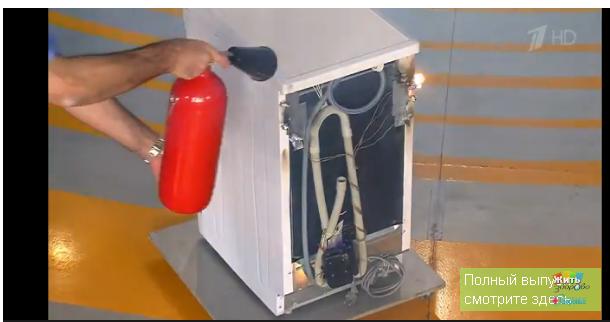 При возгорании электрические приборы следует обесточить