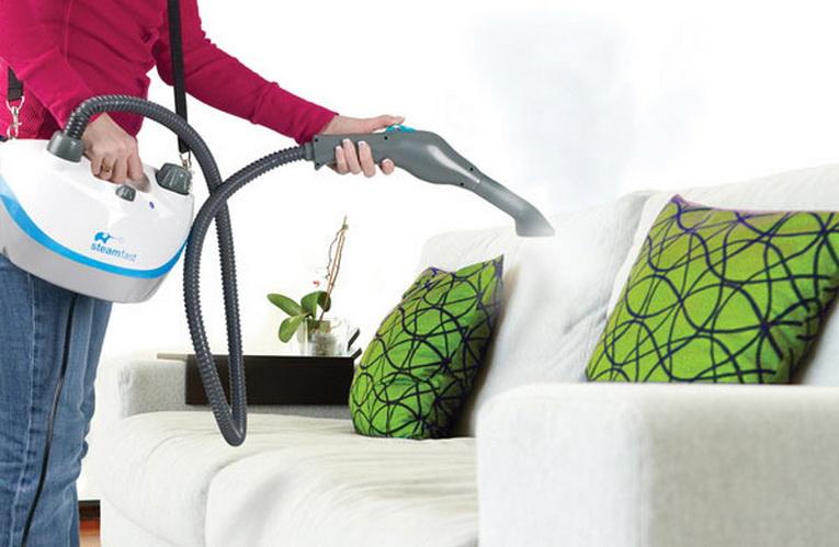 Аппарат хорошо справляется с очищением мягкой мебели
