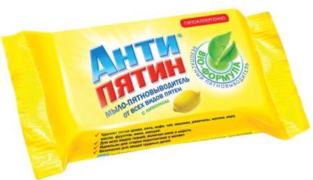 Мыло «Антипятин» хорошо удаляет пятна и подходит для всех видов тканей. Цена — около 50 ₽