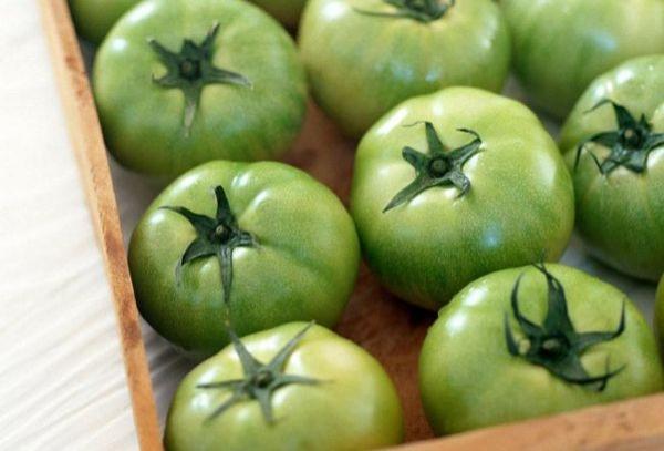 Чтобы зеленые помидоры хранились дольше в домашних условиях — исключите попадание света на них