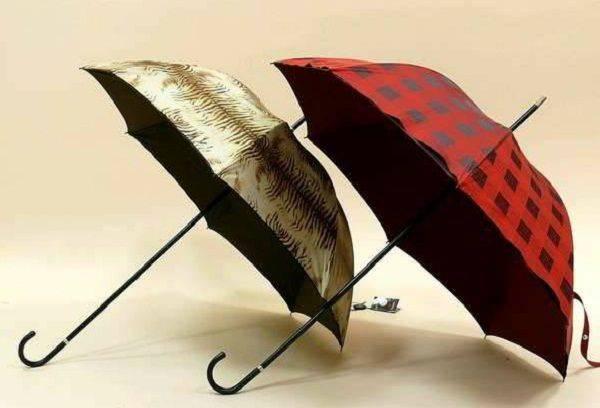 Мокрый зонт после стирки сушится не так как после дождя, а только в полностью раскрытом виде, чтобы высохли все детали