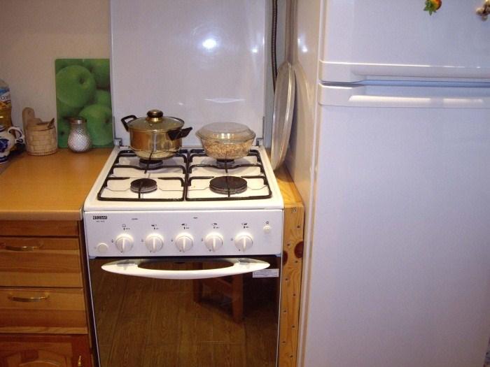 Запрещается устанавливать агрегаты рядом с плитами и иными нагревательными элементами