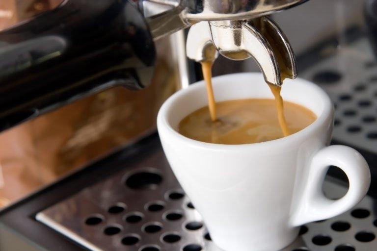 Приготовление кофе в кофемашине займет от 10 до 20 минут, это значительно быстрее, чем готовить кофе в турке