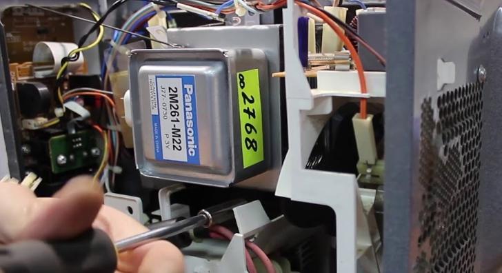 Магнетрон – основной рабочий элемент микроволновки