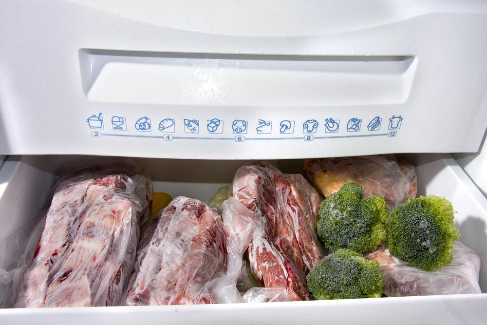 Для резки продуктов из морозилки лучше использовать сталь