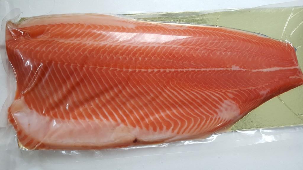 Отсутствие воздуха позволит солёной рыбе в вакуумной упаковке сохранить качество до 30 дней