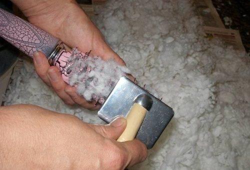 Восстановить наполнитель можно металлической щеткой
