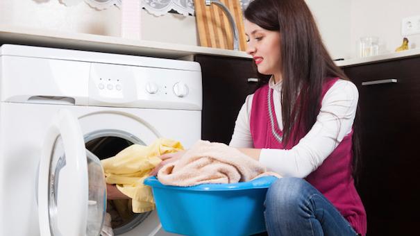 Стирать махровые вещи нужно при температуре 40 °C — не выше, иначе полотенца станут жесткими