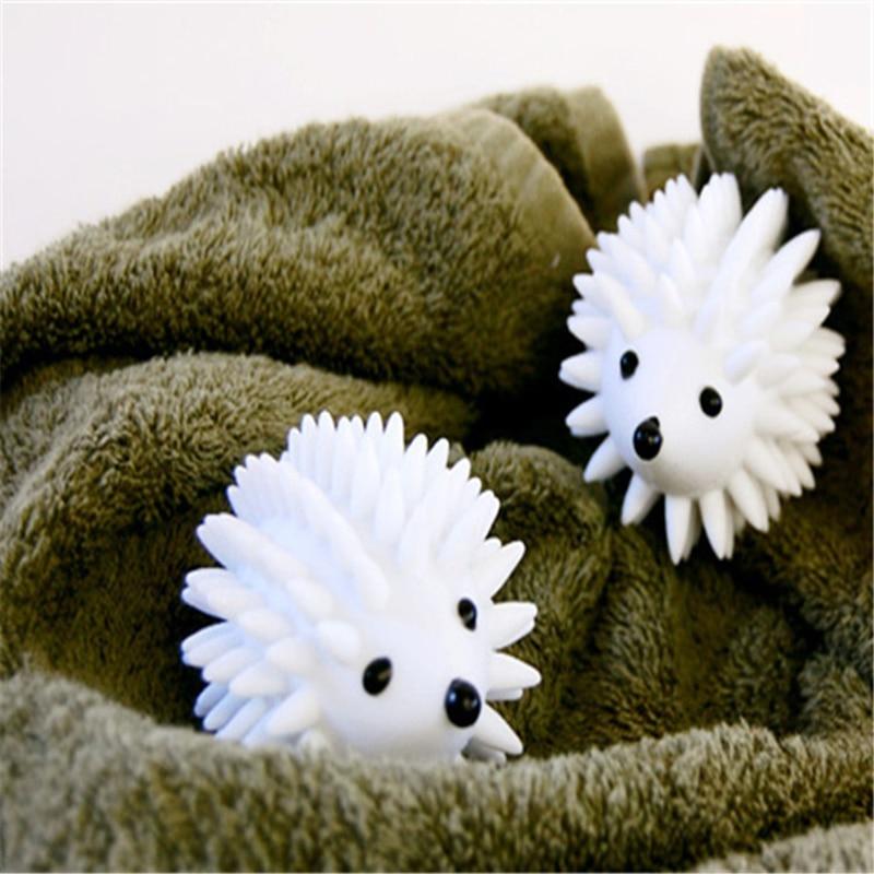 А вот отзыв про шарики для стирки. Я тоже считаю их своими помощниками, которые помогают смягчить полотенца после стирки за счет того, что оказывают на вещь механическое воздействие, выбивая из ворса загрязнения и взбивая пушистую поверхность.